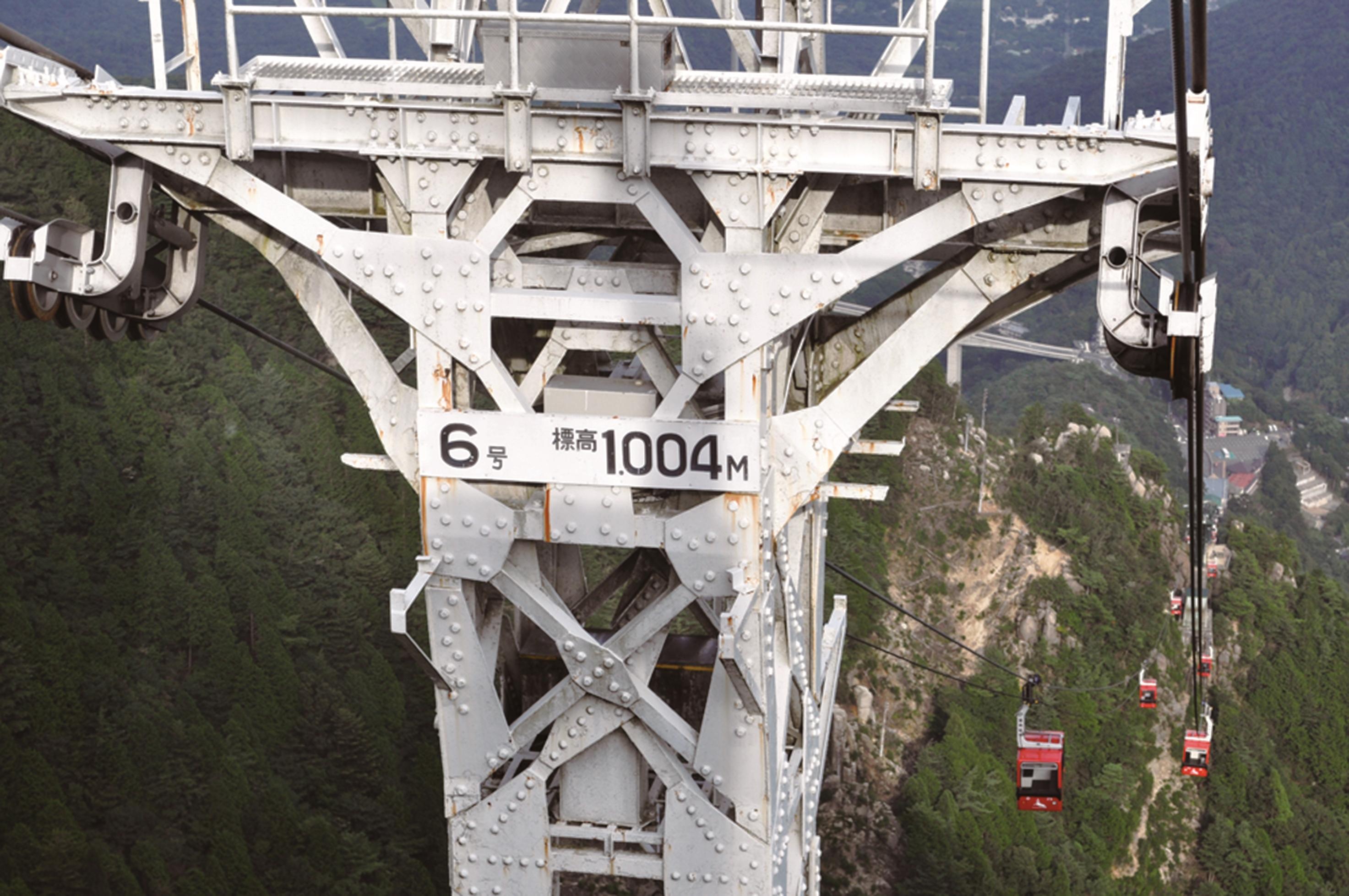 ロープウエイの鉄塔